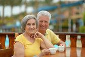 Senior couple drinking coffee — Stock Photo
