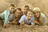 Family on field — Stock fotografie