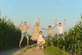 Rodina skákání — Stock fotografie