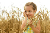 Little girl in the wheat field — Stock Photo