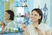 Woman mascaras her eyelashes — Stock Photo
