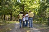 Familia en bosque — Foto de Stock
