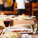 lyx restaurang bord med middag som serveras — Stockfoto