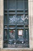 Graffiti Doors in Rome — 图库照片