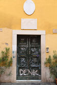 Graffiti Doors in Rome — ストック写真