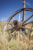 Alte wagon wheel — Stockfoto