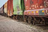 Carros do trem de carga nas faixas — Foto Stock