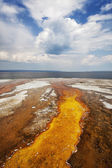Colorful runoff from Black Pool leads to Yellowstone Lake — Stock Photo