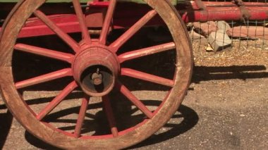 Old Red Wagon Wheel — Stock Video