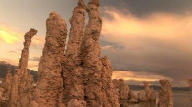 восход солнца в моно озеро — Стоковое видео