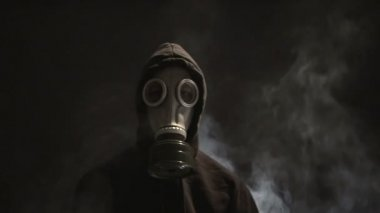 Man in Gas Mask — Stock Video