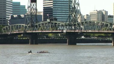 Oarsmen training on the Willamette river — Stock Video