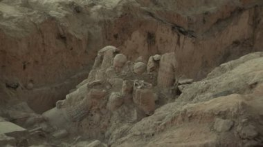 Terra Cotta Warriors Partially Excavated — Stok video