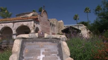 Sign for Mission San Juan Capistrano — Stock Video