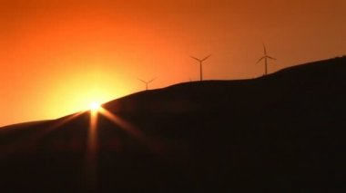 Wind turbines and sunset — Stock Video