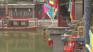 Colorful flags, lanterns, gargoyles and ferry boat on the water — Stock Video