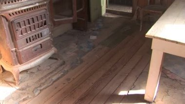 Inside ghost town home — Stock Video