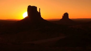 Monument Valley, sunrise, time lapse — Stock Video #34326037