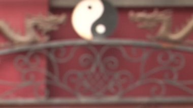Dragons and Yin Yang Symbol coming into focus — Vídeo Stock