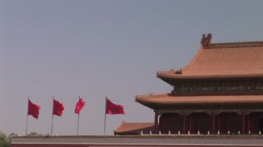 Red flags flying over forbidden city — Stock Video