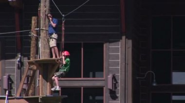 Young boy tries zip line — Stock Video