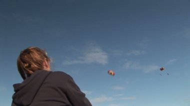 Woman Flying Stunt Kite — Stock Video