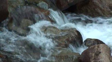 Merced river rushing over rocks — Stock Video