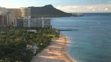 Waikiki Beach with Diamond Head — Stock Video