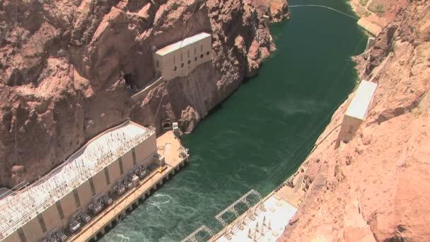 Colorado River and power generators — Vídeo de stock
