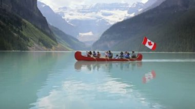 Canoe on Lake Louise — Stockvideo