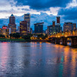 Portland Skyline Along Willamette River — 图库照片