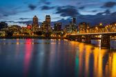 Portland Skyline Along Waterfront — Stock Photo
