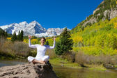 Happy at Maroon Bells in Fall — Stock Photo