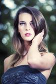 Ritratto della giovane ragazza affascinante — Foto Stock