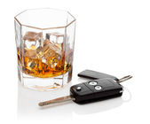 Glass of whiskey and car keys. — Stock Photo