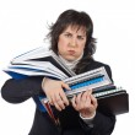 繁忙的商业妇女背着堆积的文件 — 图库照片 #5880506
