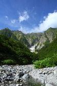 Vale montanha e nevado — Fotografia Stock