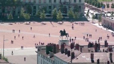 Place Bellecour and Louis XIV statue — Stock Video