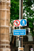 Pedestrian keep right sign — Stockfoto