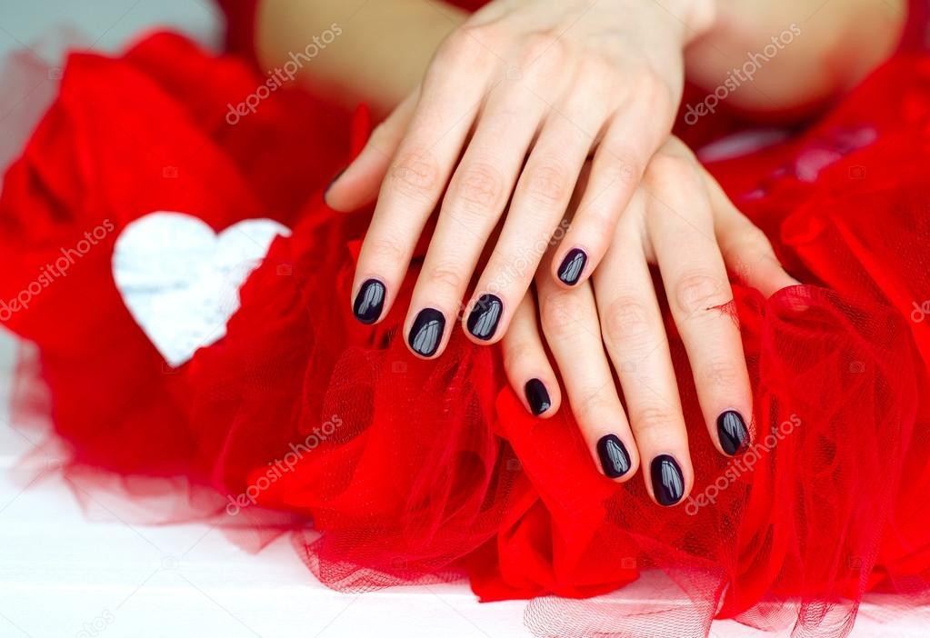 Красная вуаль маникюр фото