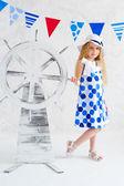 Sommar stil flicka i mode klä — Stockfoto