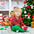 Smiling kid and Christmas presents — Stock fotografie