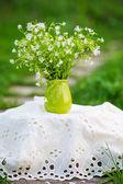 Venkovské Zátiší s kyticí květin — Stock fotografie