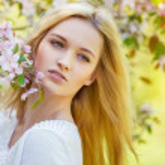 Beautiful spring girl in blooming tree — Stock Photo