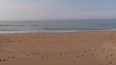 Subjective shot walking to ocean 60 — Stock Video