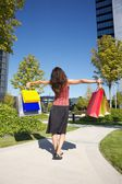 Open arms shopping woman — Stockfoto