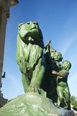 Lion and boys monument in Madrid — Stock Photo