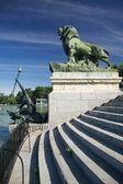 Rzeźby nad jeziorem el retiro w madrycie — Zdjęcie stockowe
