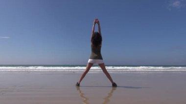 Fitness önünde okyanusu 37 — Stok video