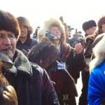 Постер, плакат: NURA KAZAKHSTAN FEBRUARY 23: Praying group of man in Nura